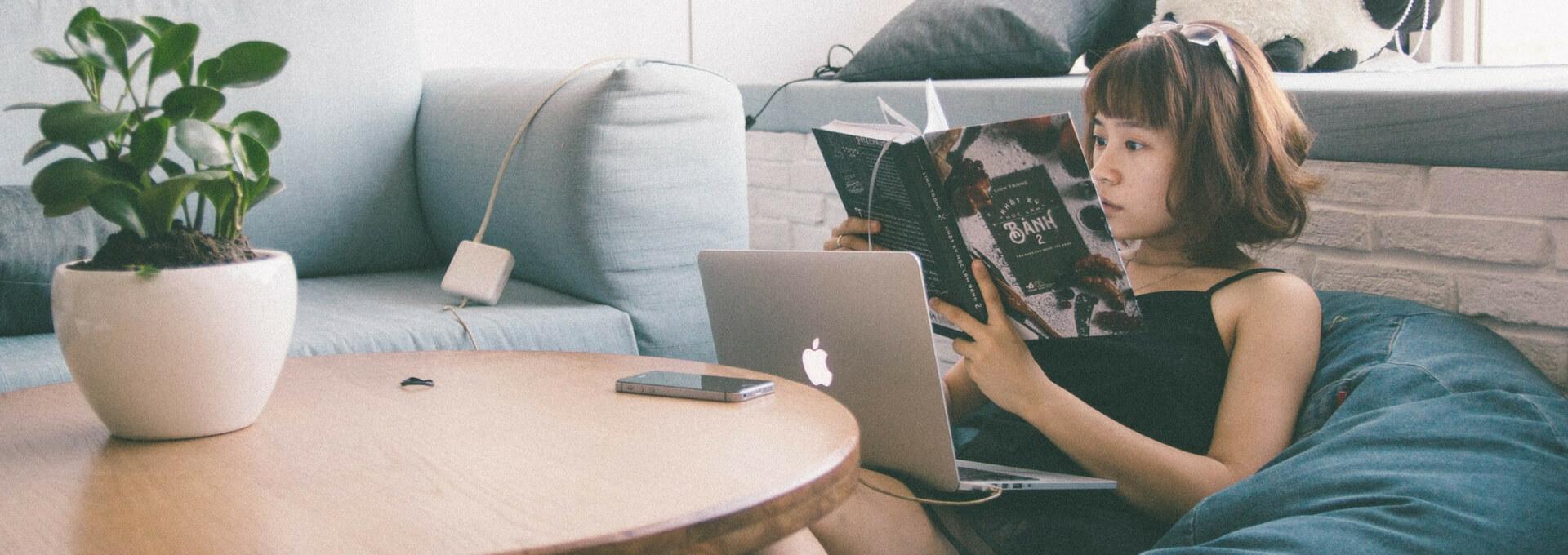 kultura czytanie ksiazek books macbook lifestyle worldmaster