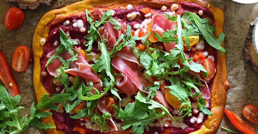 zdjęcie wpisu Domowa pizza na dyniowym spodzie z sosem z buraka