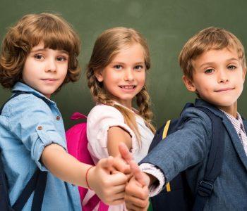 Jak spakować dziecko na wycieczkę? Podpowiemy Ci na co.Na końcu artykułu znajdziesz również do pobrania za darmo listę rzeczy, o których należy pamiętać.