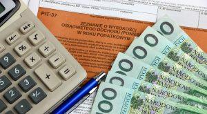 wprowadzenie przez państwo, ściągać od Polaków, ciężko zarobione pieniądze