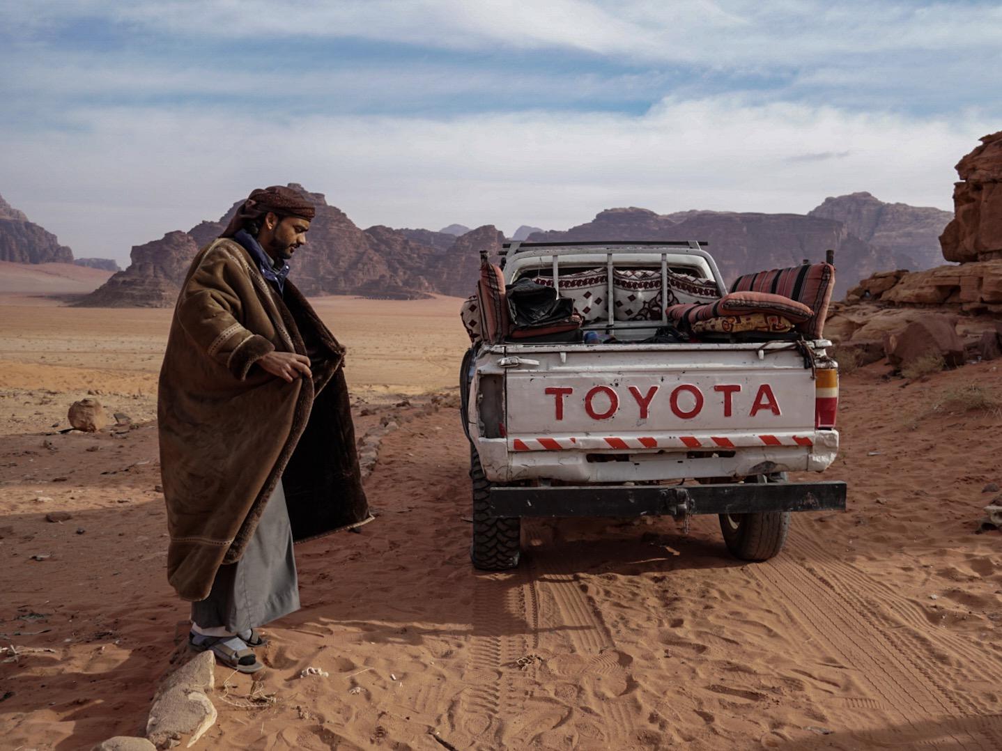 Nocleg w namiocie Beduińskim, jazda na dachu Jeepa to tylko namiastka tego, co możecie otrzymać na wycieczce po Pustyni Wadi Rum. Jest to największa dolina w Jordanii pełna granitów i piaskowców.