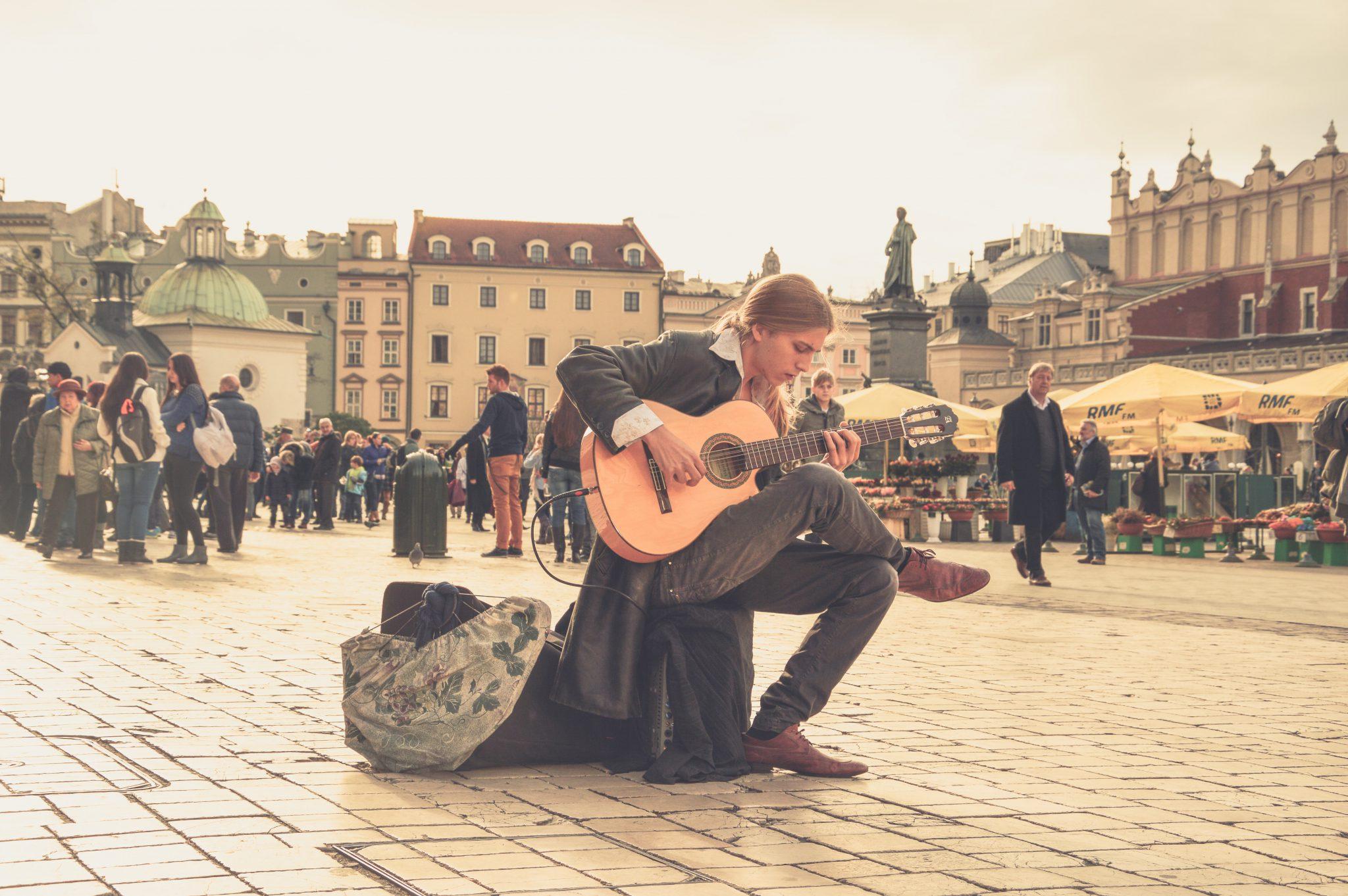 samotność, samotne spędzanie czasu, bycie ze sobą, przebywanie sam na sam, miłość do siebie, jak pokochać siebie, jak odnaleźć drogę w życiu,czemu boimy sie samotności, jak nie być samotnym, jak odnaleźć sens życia, muzyka, pasja, relaks