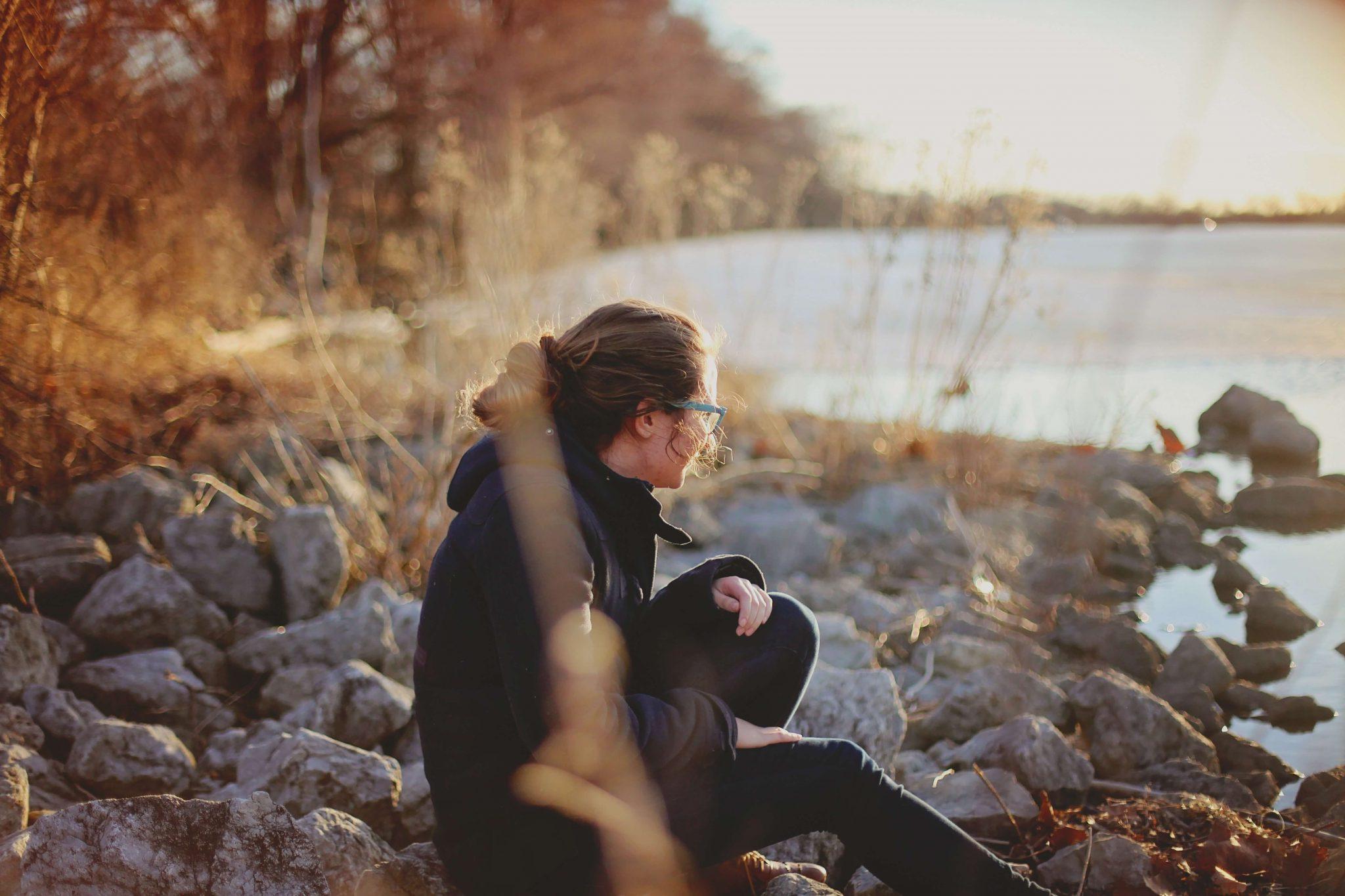 samotność, samotne spędzanie czasu, bycie ze sobą, przebywanie sam na sam, miłość do siebie, jak pokochać siebie, jak odnalezc drogę w życiu