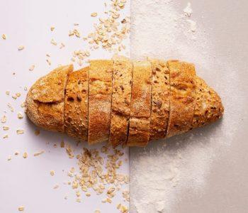 Dość często moi pacjenci zadają mi pytania, jaką mąkę wybrać, żeby była fit, jak komponować posiłki, żeby nie musieć co tydzień zasięgać po nowy jadłospis i czy zrobienie placków z mąki pszennej to duże ryzyko dla zdrowia? Dzisiaj słów kilka na ten temat;) Co to jest mąka? I jak się ją produkuje?