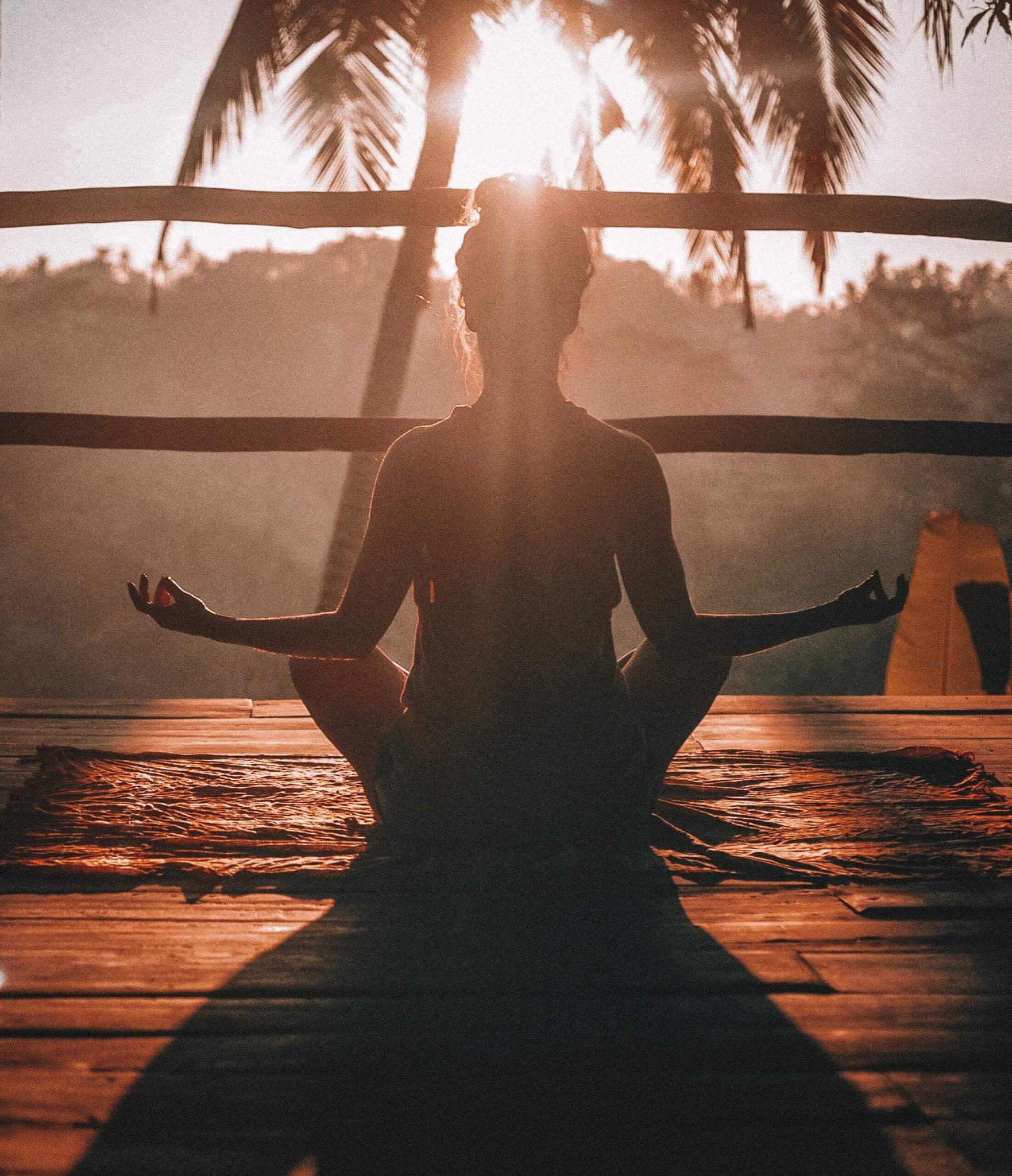 samotność, samotne spędzanie czasu, bycie ze sobą, przebywanie sam na sam, miłość do siebie, jak pokochać siebie, jak odnaleźć drogę w życiu, jak robić to co się kocha, jak odnaleźć pasję, medytacja, po co medytować, w czym pomaga medytacja, relaks, jak odkryć siebie
