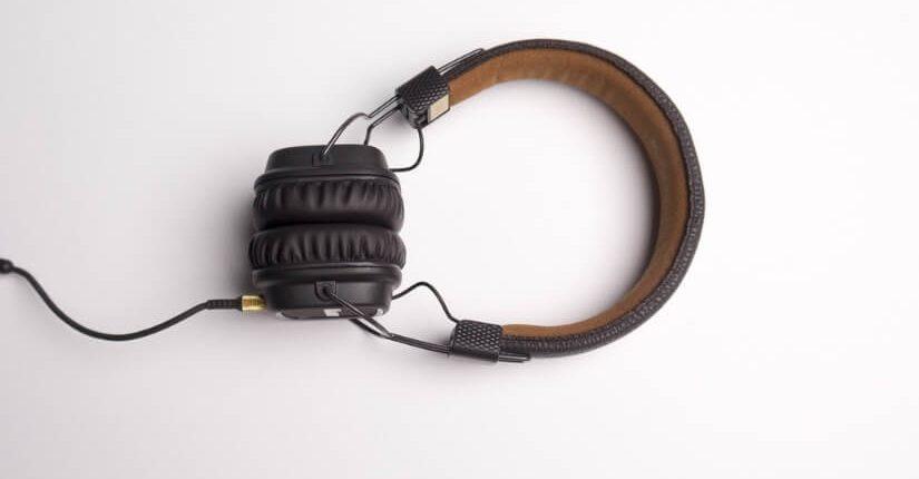 zdjęcie wpisu Podcasty ponad wszystko! Kogo i czego warto słuchać?