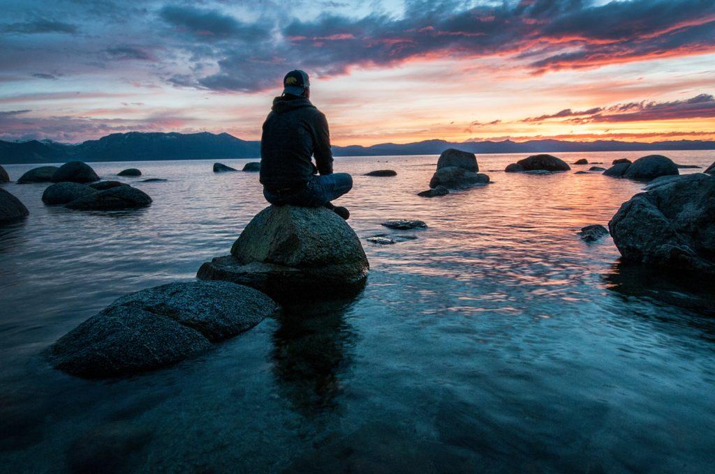 medytacja, co raz popularniejsza, medytacja staje się co raz popularniejsza