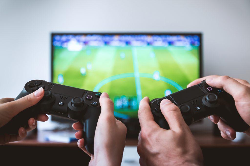 wzajemne kibicowanie, twórcy gier