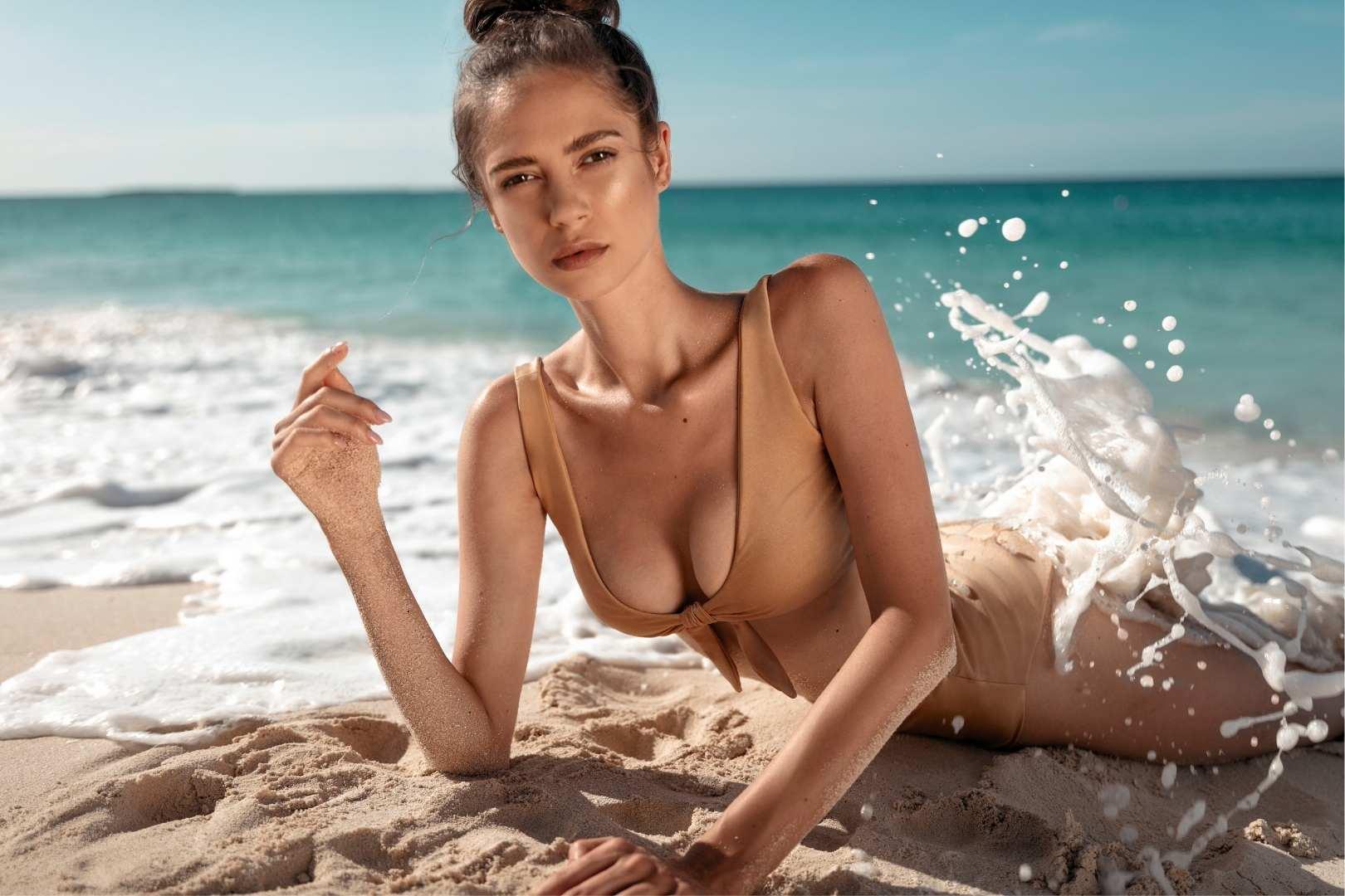 Złote bikini promees