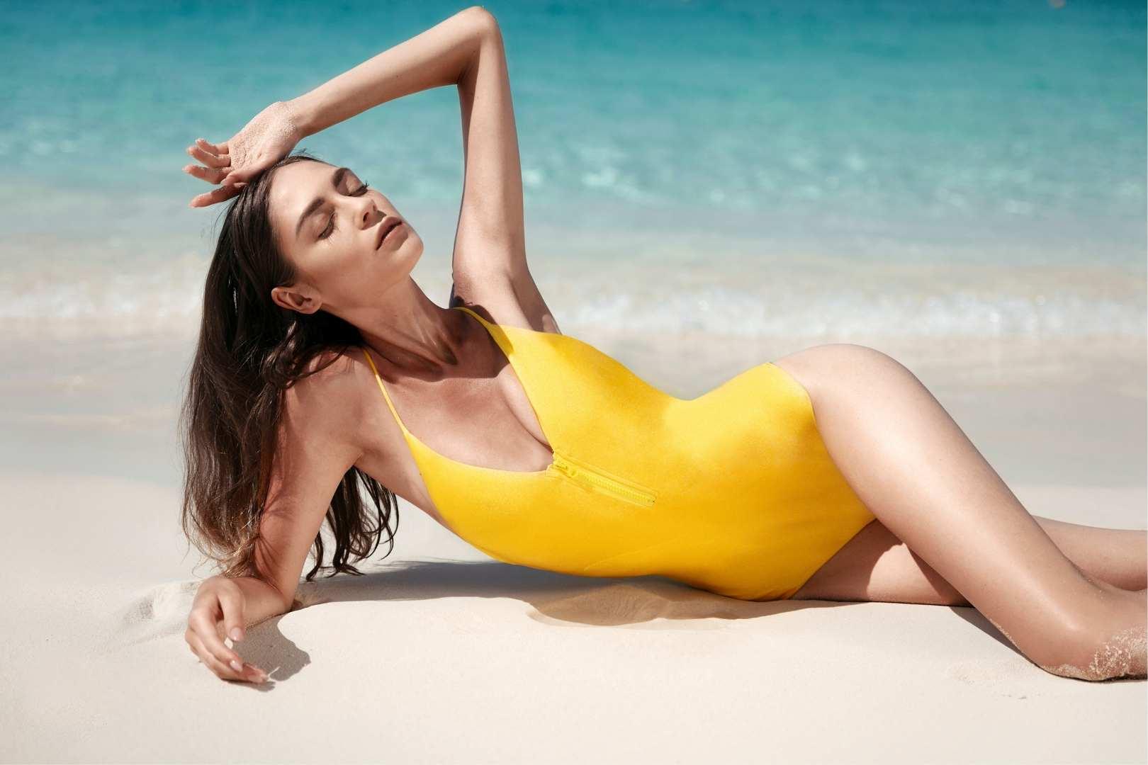 Złoty kostium kąpielowy