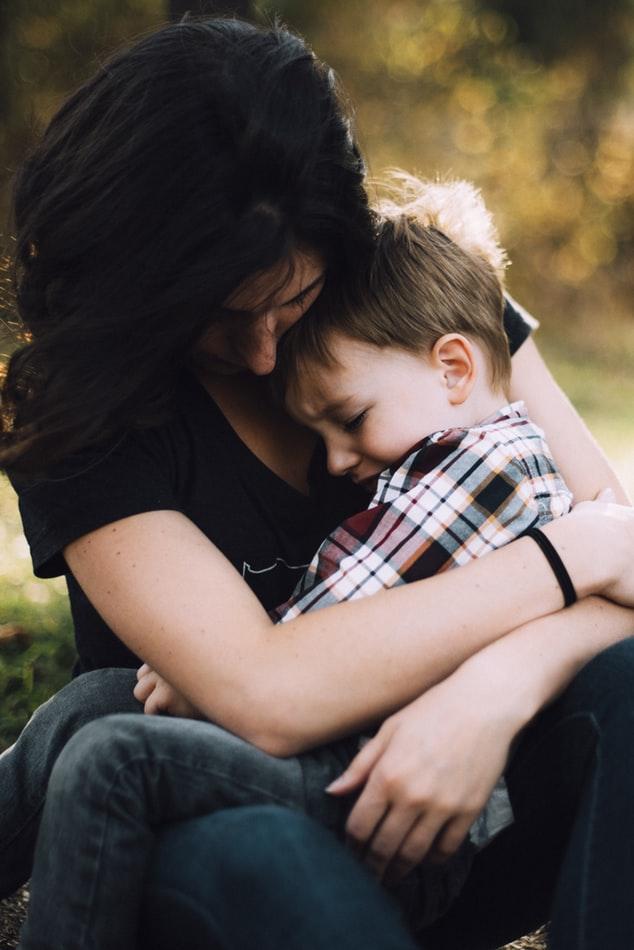 wsparcie, dziecko, pomoc, rodzicielstwo, smutek, rozczarowanie dziecka, porażka