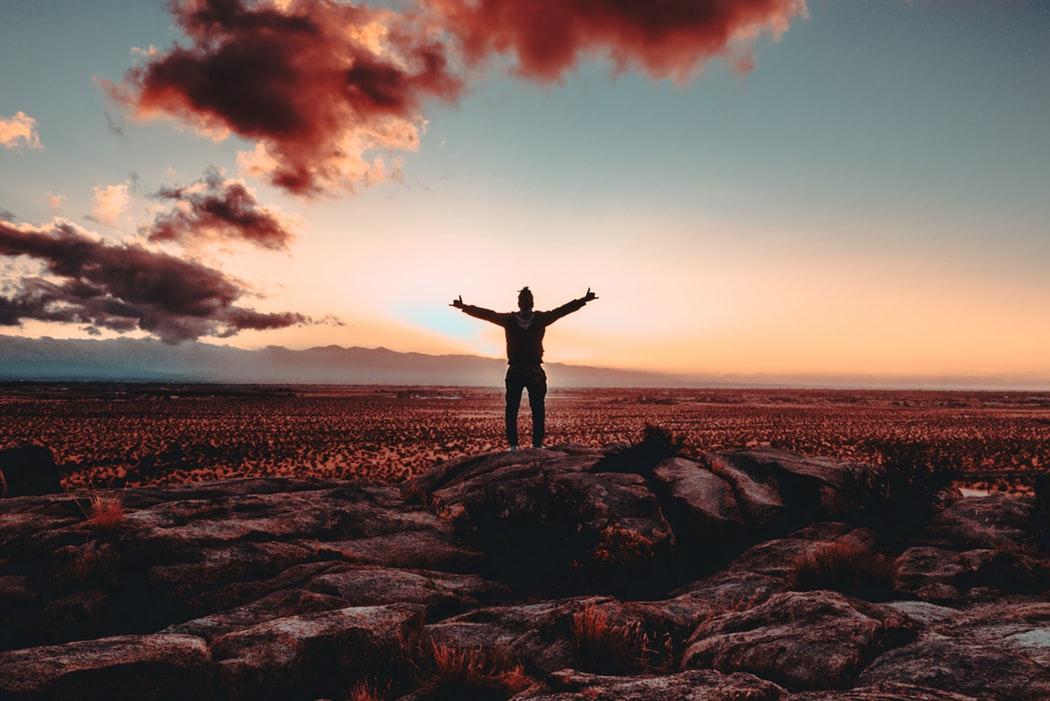 człowiek, walka, wrzechświat, kolorowe życie, radosne życie, powodzenie, pozytywne przeżycie, doświadczenia