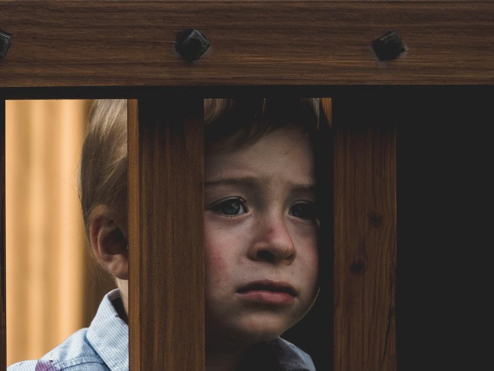 wdzięczność, dziecko, smutek, negatywne doświadczenia, ból, żal, załamanie, depresja, dziecko