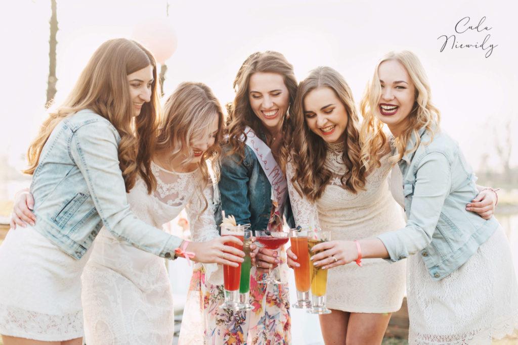 Zastanawiacie się jak zorganizować wieczór panieński? Pomysłów jest naprawdę bardzo wiele. Ale jak znaleźć ten idealny? Każda panna młoda powinna to mieć..