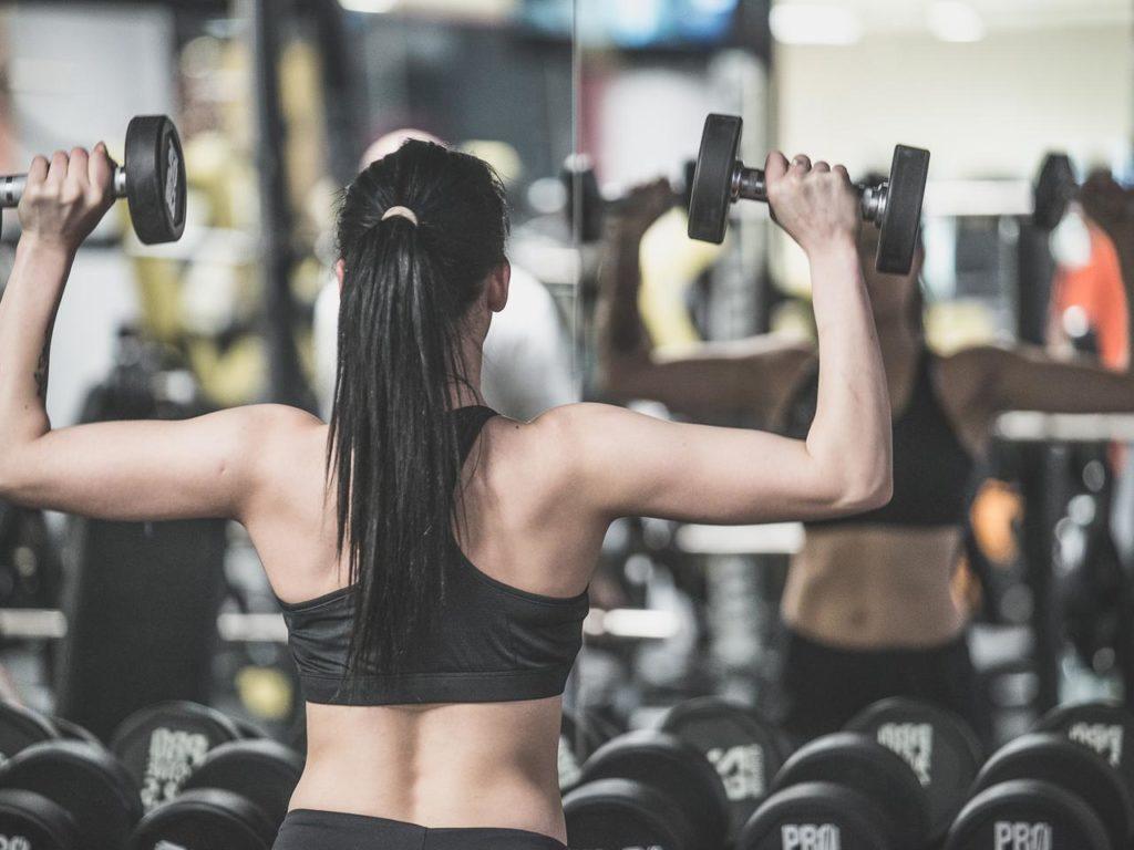 Liczba, którą widzisz na wadze lub obwód Twojego bicepsa nie są wyznacznikiem Twoich ludzkich wartości Kilkukilogramowa nadwaga lub niedowaga nie świadczą o tym, że jesteś gorszym człowiekiem i nie ma żadnego powodu, byś patrząc na wagę odczuwał jakiekolwiek poczucie winy.